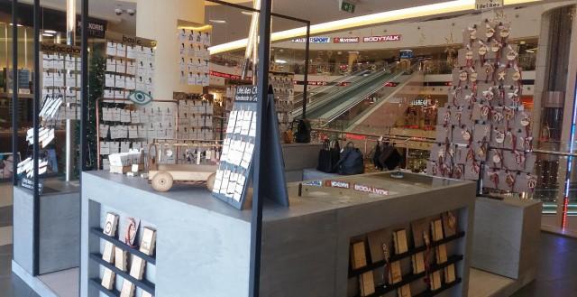Lifelikes Pop-up Store Metro Mall